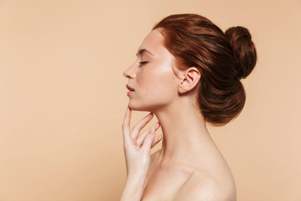 couvrir les cheveux blancs avec la coloration végétale